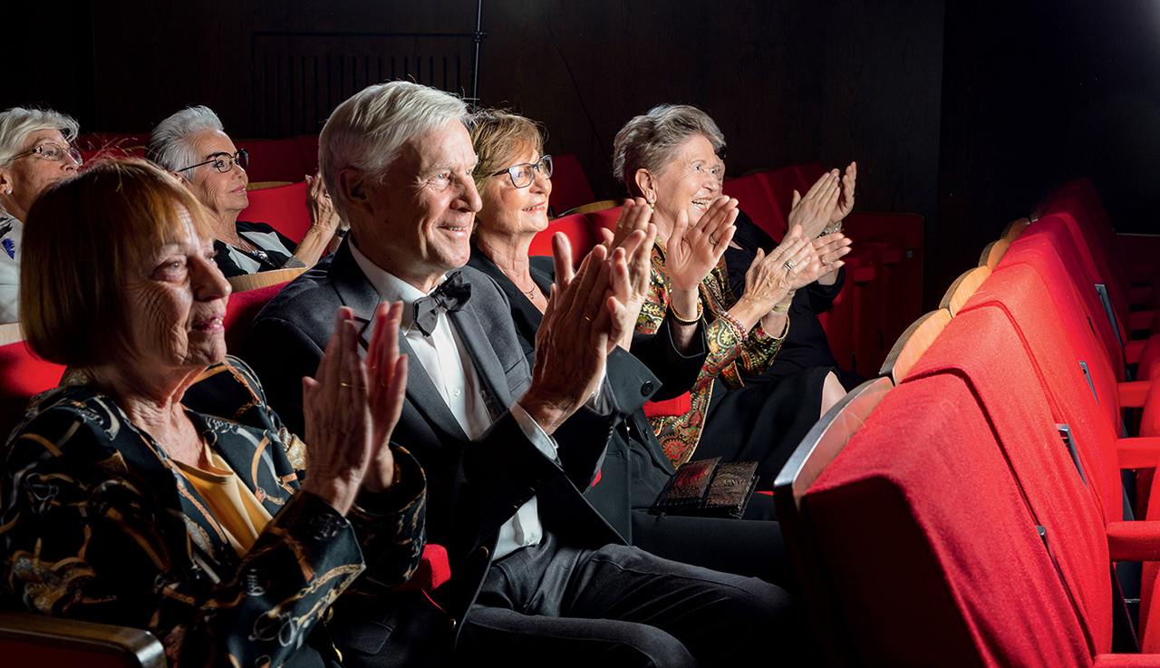 Applaudierendes Publikum im Theater